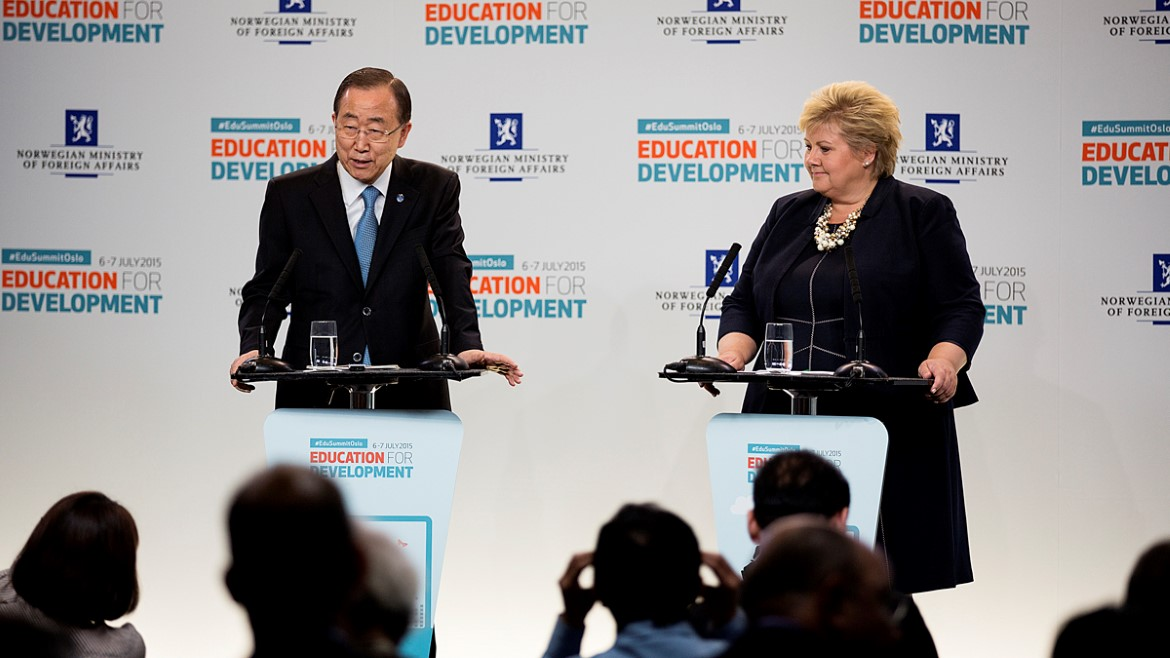 FNs generalsekretær Ban Ki-moon og statsminister Erna Solberg under Oslo Summit on Education for Development