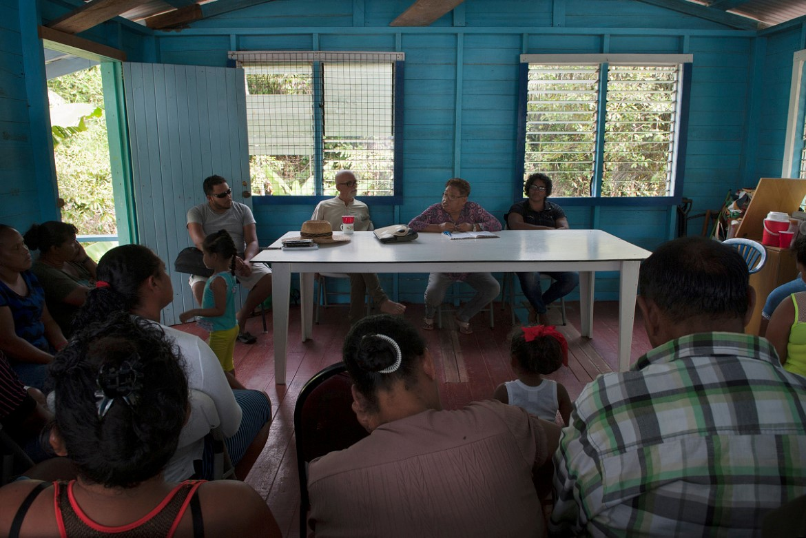 Civil society and local community monitoring the rainforest