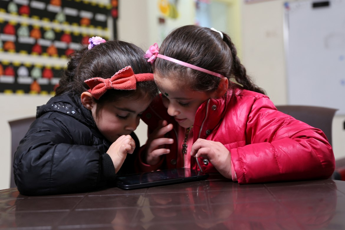 Sisters Marwa and Arwa Quattan play the EduApp4Syria games